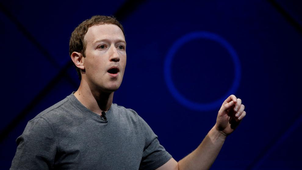<p><b>INNKALT</b>: Facebook-sjef Mark Zuckerberg må stå skolerett for amerikanske politikere etter avsløringene om datalekkasjene denne uken.</p>