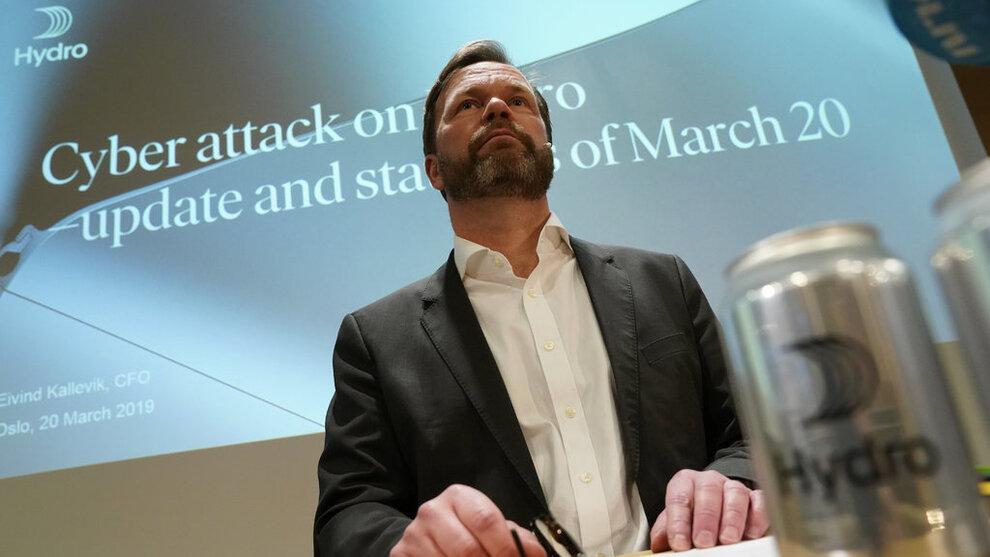 Finansdirektør Eivind Kallevik under en pressekonferanse i forrige uke.
