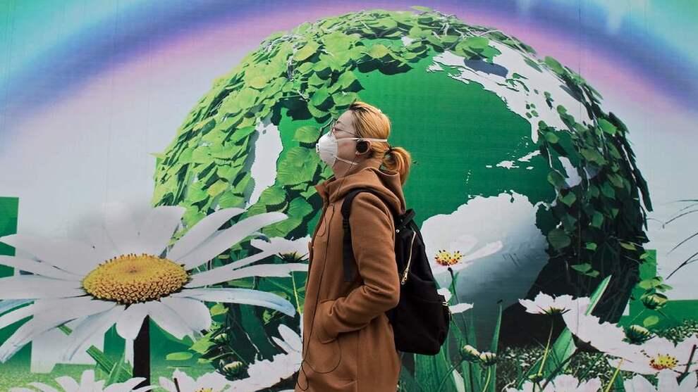 <p><b>KULLKRAFTEN BREMSER:</b>Tempoet i utbyggingen av nye kullkraftverk bremser, ifølge en fersk rapport. Det gir håp om at de globale klimamålene kan nås. Denne kvinnen beskytter seg mot luftforurensningen i Beijing, hvor det siste store kullkraftverket nå er stanset, for å bli erstattet med gasskraft.</p>