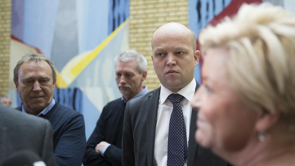 <p><b>FOR SMÅ KUTT:</b> Regjeringen går inn for å kutte elavgiften med ett øre, men det er ikke nok for Sp-leder Trygve Slagsvold Vedum. Han ønsker å betale tilbake 1,3 milliarder til norske husholdninger etter vinterens høye strømregninger.</p>