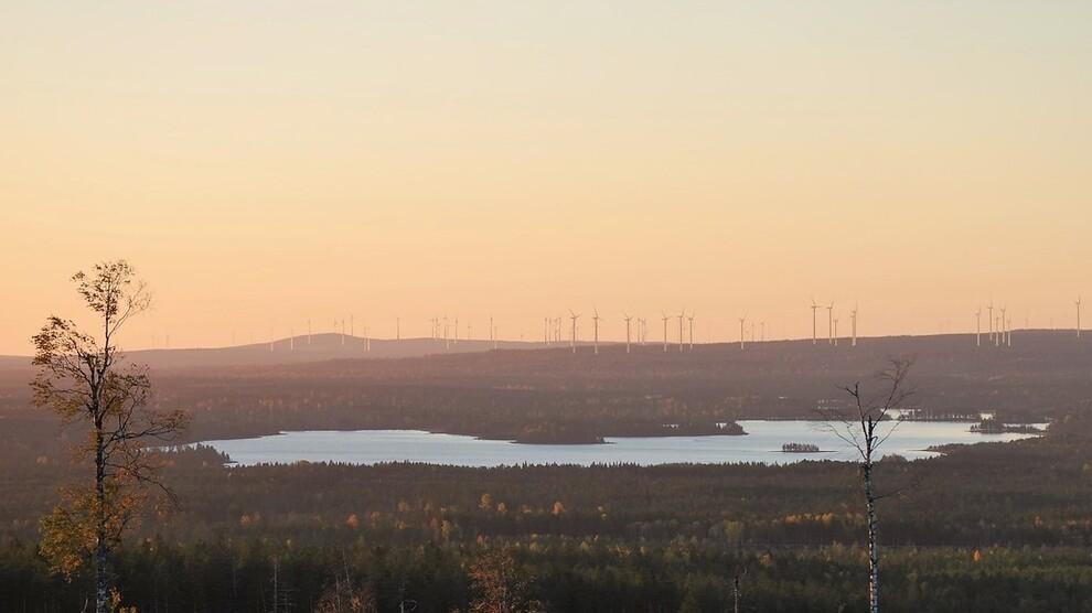 <p><b>VINDKRAFT:</b> Svevinds «Markbygden Ett»-vindmølleprosjekt i Nord-Sverige er tredje trinn i første utbyggingsfase i det enorme Markbygden-prosjektet. Når alt er ferdig vil vindkraftanlegget ha 1.101 vindmøller som til sammen produserer 10 terawattimer årlig.</p>