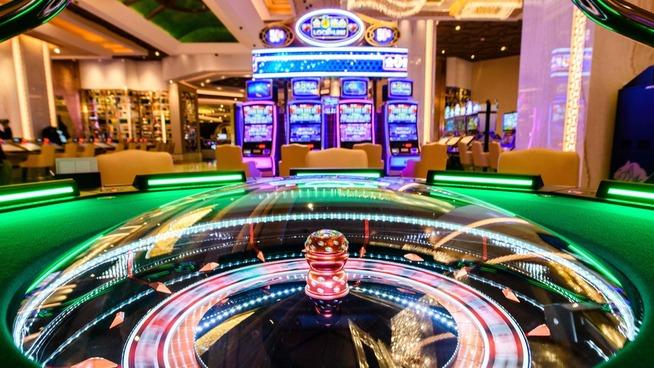 <p><b>FLERE KONTINENTER:</b> Oljefondet har også deler av pengespill-plasseringene sine i den kinesiske kasinobyen Macau. Her fra MGM.</p>