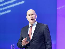 <p><b>OMSTILLING:</b> NHH-professor Tor W. Andreassen følger butikkmarkedet tett og mener det må en stor omstilling til hvis tradisjonelle butikker skal overleve rundt omkring i Norske byer.</p>
