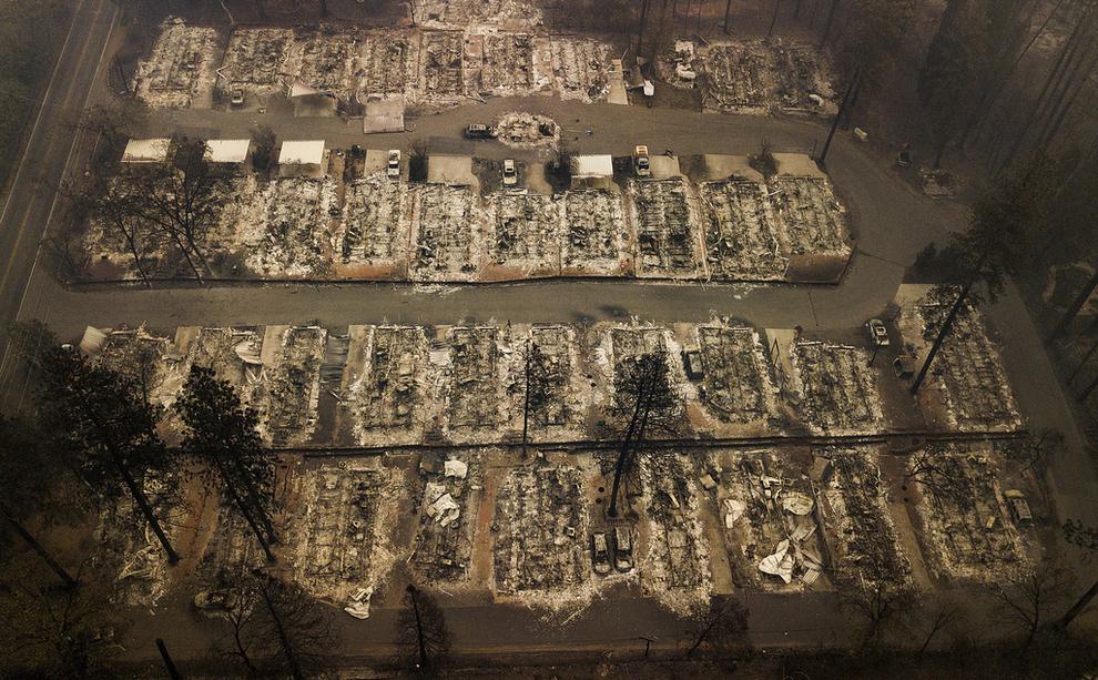 <p>ØDELEGGELSER: Nesten 19.000 bygninger skal ha blitt skadet i «Camp Fire»-skogbrannene som herjet California i november. Pacific Gas &amp; Electric Co (PG&amp;E), som har fått skylden for brannen, risikerer nå konkurs. Dette bildet ble tatt i Paradise.</p>