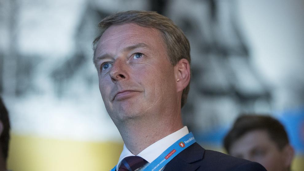 <p><b>PROVOSERT:</b> Olje- og energiminister Terje Søviknes tror ikke på vedtaket om utfasing av olje. Her på landsmøtet til Fremskrittspartiet på Gardermoen.</p>
