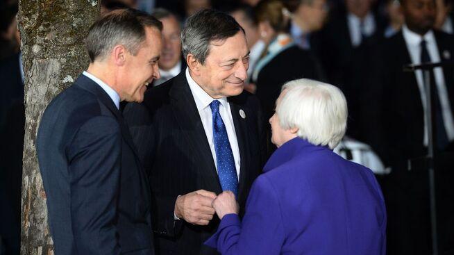 <p><b>I VINDEN:</b> Sentralbanksjef Mario Draghi (midten) i eurosonen har sett euroen styrkes uvanlig mye dette året. Både sentralbanksjef Mark Carney i Storbritannia og sentralbanksjef Janet Yellen i USA har sett motsatt utvikling for henholdsvis pundet og dollaren.</p>
