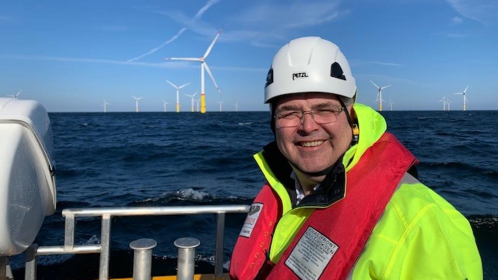 <p><b>KLAR FOR MER VIND:</b> Olje- og energiminister Kjell-Børge Freiberg (Frp) avbildet under et besøk på havvindparken Arkona i Tyskland tidligere i år.</p>
