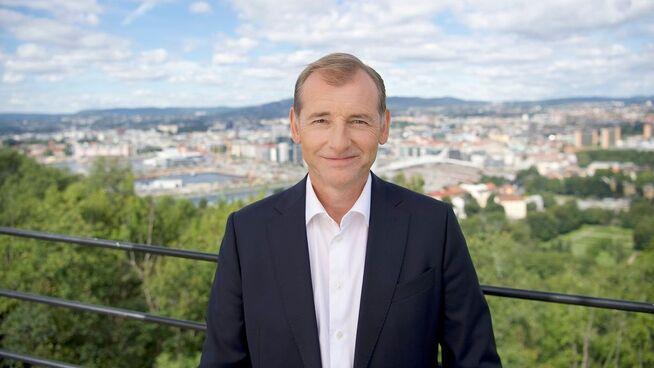 <p><b>TROR DE FLESTE VIL KJØPE MER MEGLERHJELP:</b> – Det kan bli dyrt å gjøre det billig, sier direktør Carl O. Geving i Norges Eiendomsmeglerforbund (NEF).</p>
