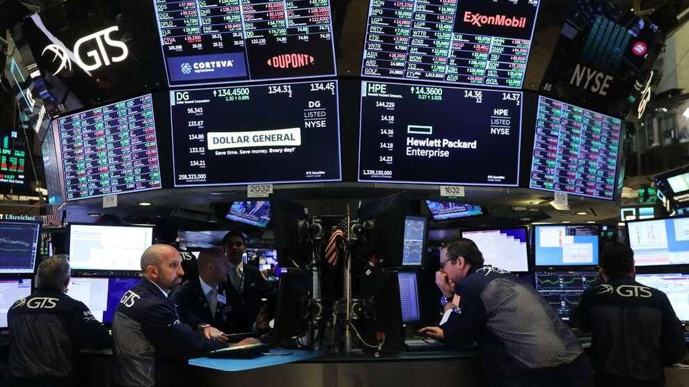 <p><b>FRA MASKINER TIL MENNESKER:</b> De fire norske matematikerne i Intelligent Trading tapte 206 millioner i fjor. Her fra New York Stock Exchange.</p>