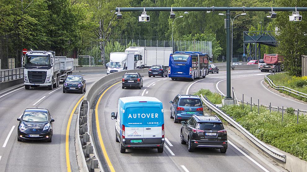 <p><b>NYE BOMSTASJONER</b>: Fra 1.juni ble det innført en rekke nye bomstasjoner og endret takstsystem for bilister i Oslo og Akershus. Her fra Bygdøylokket mot Skøyen.</p>