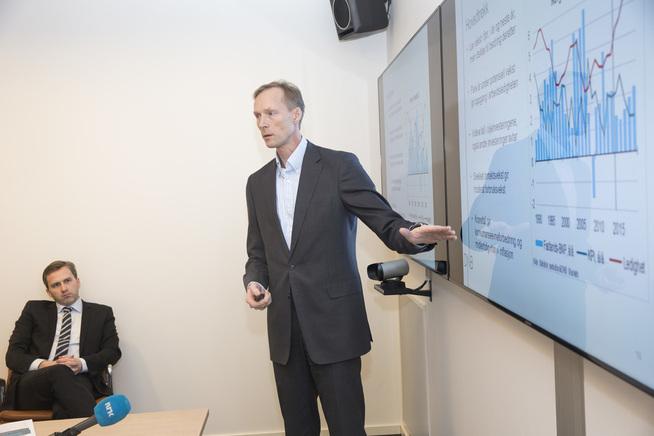 <p><b>HANDELSKRIG:</b> Seniorøkonom Kyrre Aamdal i DNB Markets (t.v.) sier at handelskrigen mellom USA og Kina skaper uro i verdensøkonomien.</p>