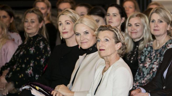 <p><b>NEW YORK 7. MARS:</b> Kronprinsesse Mette-Marit og Anita Krohn Traaseth i Innovasjon Norge var samlet ved Bryan Park for å kåre årets kvinnelige teknologigründer.</p>