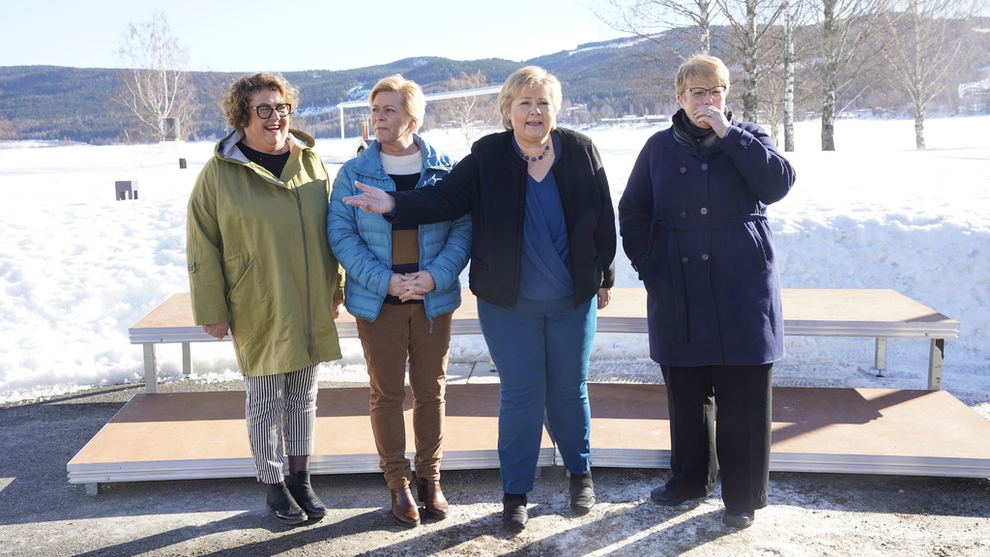 <p><b>BUDSJETTKAMERATER:</b> Tirsdag legges revidert budsjett for 2019 frem av finansminister Siv Jensen (nr. to fra venstre). Her er hun avbildet under budsjettkonferansen ved Hurdalsjøen i mars, sammen med landbruks- og matminister Olaug Bollestad (KrF) (t.v.), statsminister Erna Solberg og Venstre-leder og kulturminister Trine Skei Grande (t.h.)</p>