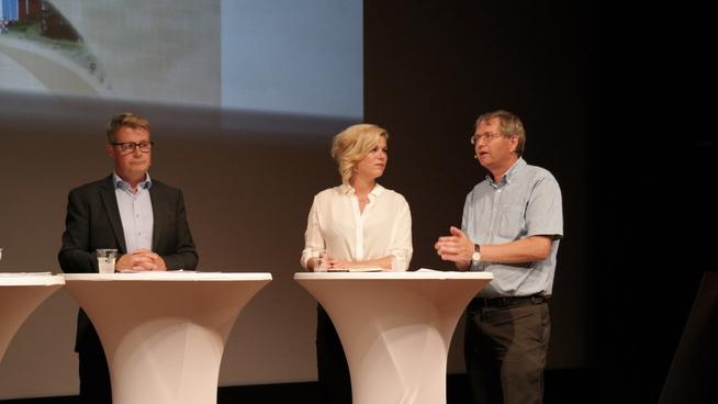 <p><b>I DEBATT OM BOLIGKRISEN I HOVEDSTADEN</b>: Fra venstre: Statssekretær Per-Willy Amundsen (Frp), Jette Christensen (Ap) og leder i boligprodusentenes forening, Per Jæger.</p>