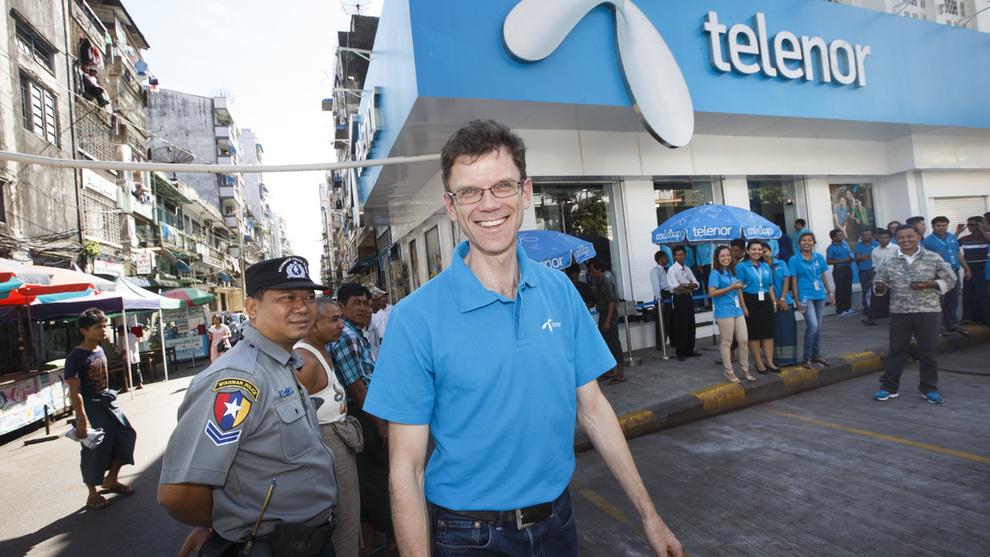 <p><b>HISTORIEN KAN HJEMSØKE:</b> Asia-sjef og påtroppende norgessjef i Telenor, Petter Børre Furberg, kan få problemer med å få «hemmelig» sikkerhetsklarering, slik mange andre i Telenor har. Her er han avbildet i Myanmar i 2014, da han ledet Telenors virksomhet i landet.</p>