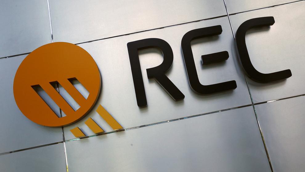 <p><b>TØFFE TAK:</b> Rec Solar må på nytt permittere ansatte, men hovedtillitsvalgt håper at de ansatte kan være tilbake på jobb om et halvt års tid.</p>