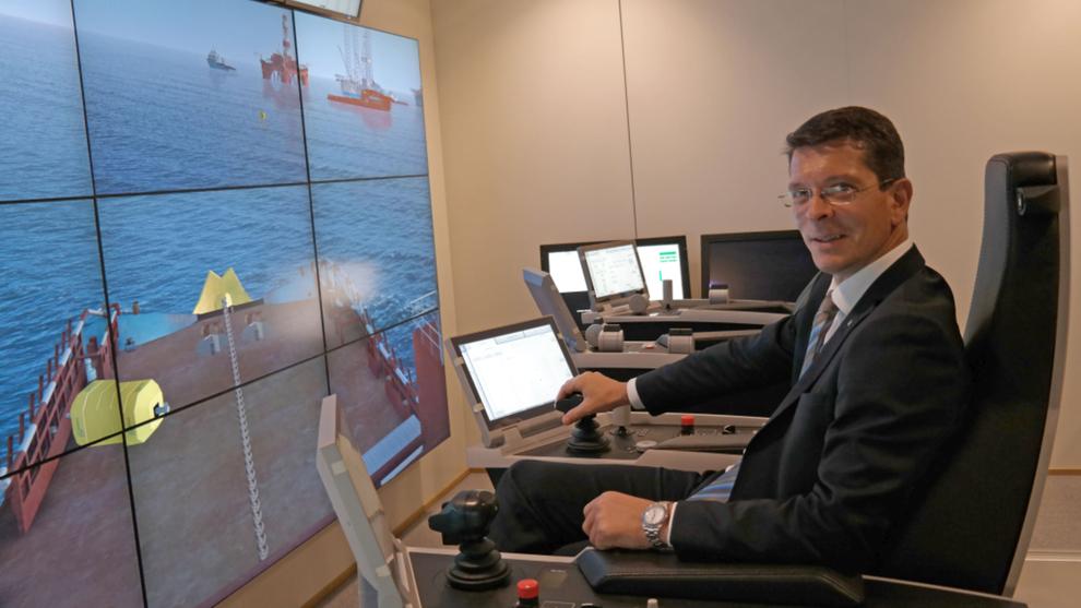 <p><b>MÅ KUTTE IGJUEN:</b> Geir Håøy, tidligere sjef i Kongsberg Maritime og nå konsernsjef i Kongsberg Gruppen, skal nå foreta nye kutt som følge av nedturen i oljemarkedet.</p>