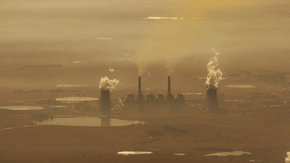 <p><b>BYGGER NY KULLKRAFT:</b>Oljefondet eier aksjer for flere milliarder kroner i General Electric, som nå vil bygge nytt kullkraftverk i Mosambik. Bildet er fra et kullkraftverk i Sør-Afrika. Foto: Cornelius Poppe / SCANPIX</p>