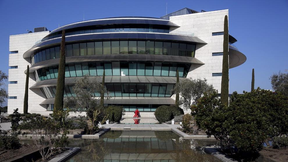 Razzia hos europeisk storbank korrupsjon utenriks e24 for Banco santander oficina central madrid