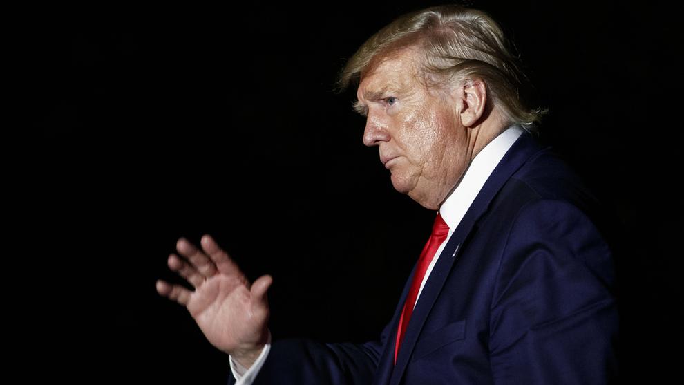 <p><b>TRUSLER</b>: USAs president Donald Trump truer med å trekke landet ut av WTO. Her fra Det hvite hus 1. august.</p>