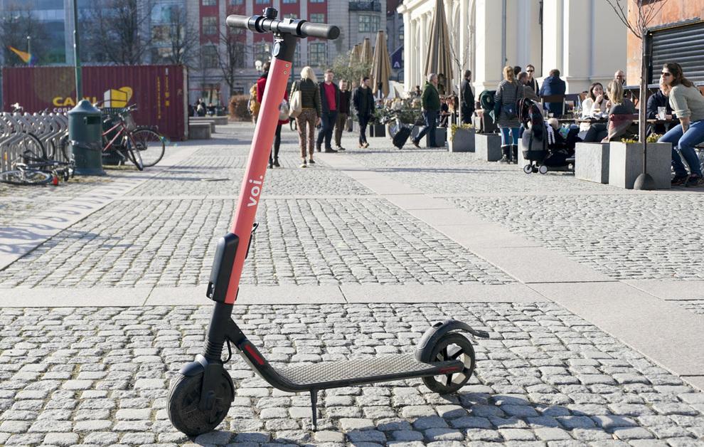 <p><b>KJENT SYN:</b> De røde sparkesyklene har blitt et kjent syn i Oslo, og flere andre byer. Det svenske selskapet har fått konkurranse fra flere hold, og en rekke leverandører har nå plassert ut sparkesyklene sine i hovedstaden.</p>