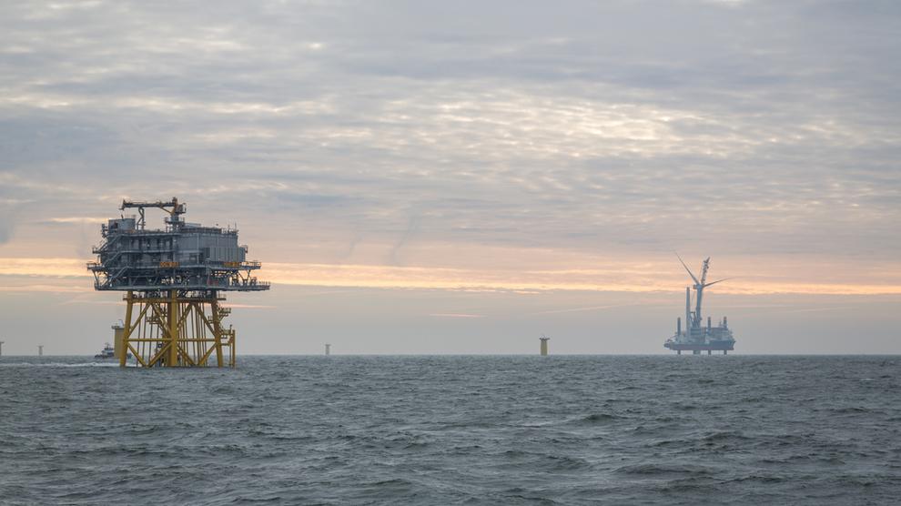<p><b>NY REKORD:</b>Det europeiske markedet for havvind fortsetter å vokse, og aldri er det besluttet større investeringer enn i fjor, ifølge Wind Europe. Her installerer A2Seas Sea Challenger turbin nummer tre av 67 på Statoils havvindprosjekt Dudgeon i Storbritannia.</p>