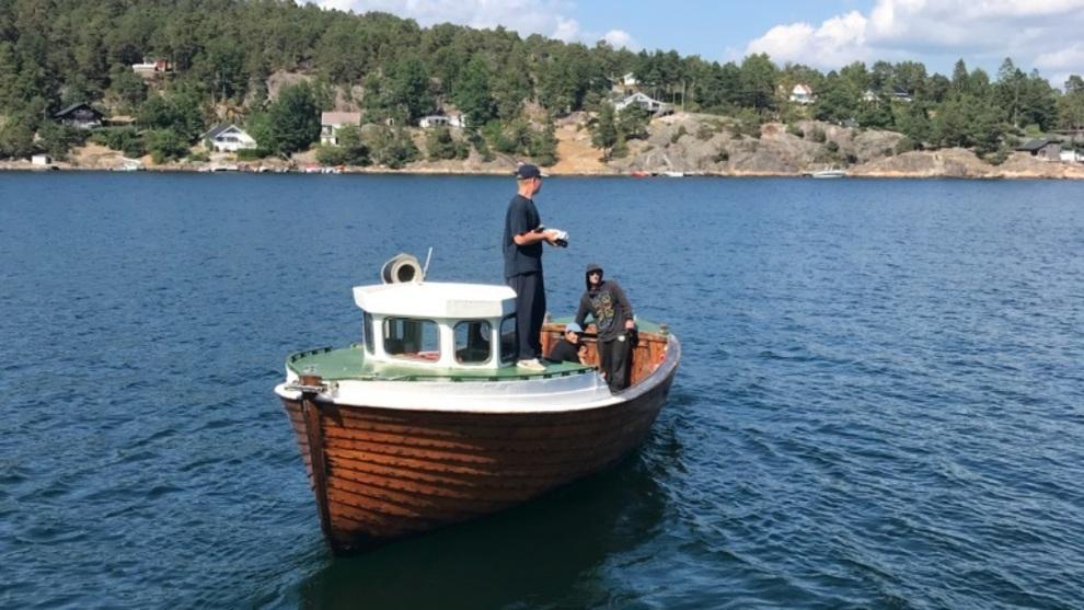 <p><b>PRØVER FISKELYKKEN:</b> Bendik forteller at han vil drive med fisking på heltid, og starte et firma med kompisen Carlo.</p>