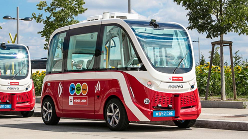 <p>Bildet viser Wiens kollektivselskaps nye selvkjørende Navya-busser. Disse kjørte på en fotgjenger torsdag.</p>