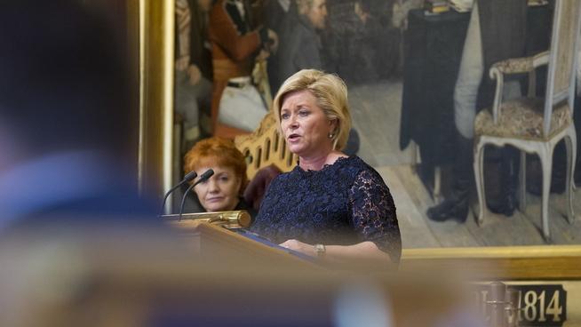 <p><b>FINANSMINISTER:</b> Siv Jensen (Frp) på talerstolen under finansdebatten på Stortinget.</p>