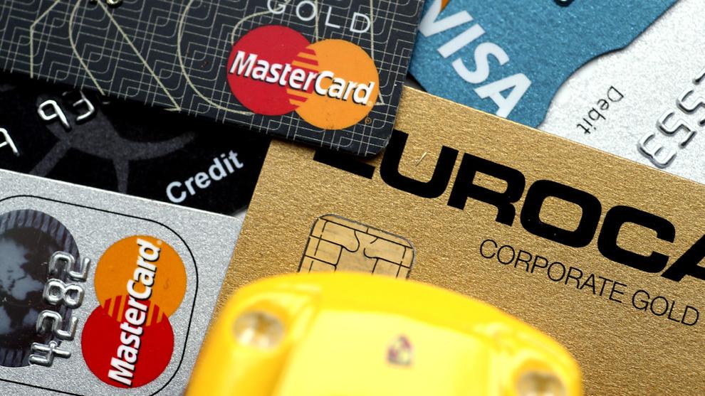 <p><b>TAR GREP:</b> Nye regler gjør at også ubrukt kreditt teller inn i beregningen av gjeldsgraden din. Både DNB og Bank Norwegian merker oppgang i antallet som sier opp kredittkort eller senker kredittgrensene.</p>