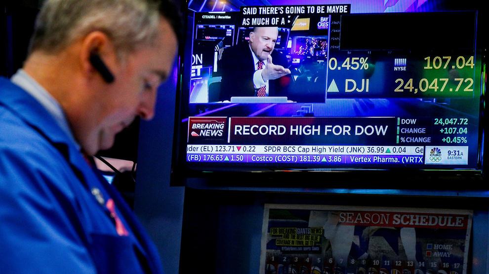 <p><b>GIR RÅD:</b>Oljefondet gir regjeringen råd om å tillate at Oljefondet også får investere i aksjer som ikke er børsnoterte. Mange selskaper henter nå kapital til å vokse andre steder enn i aksjemarkedet. Dette er en megler på New York Stock Exchange.</p>