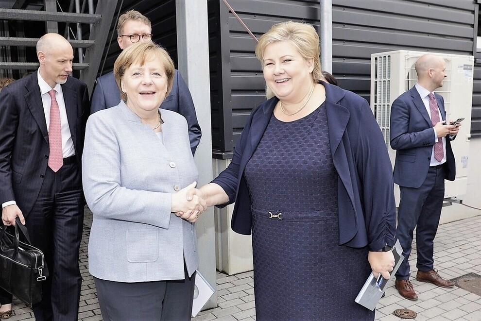 <p><b>TETTE BÅND:</b> Den 4. mai i år åpnet statsminister Erna Solberg og Tysklands forbundskansler, Angela Merkel, Hydros nye fabrikklinje for bildeler i Grevenbroich ved Düsseldorf i Tyskland.</p>