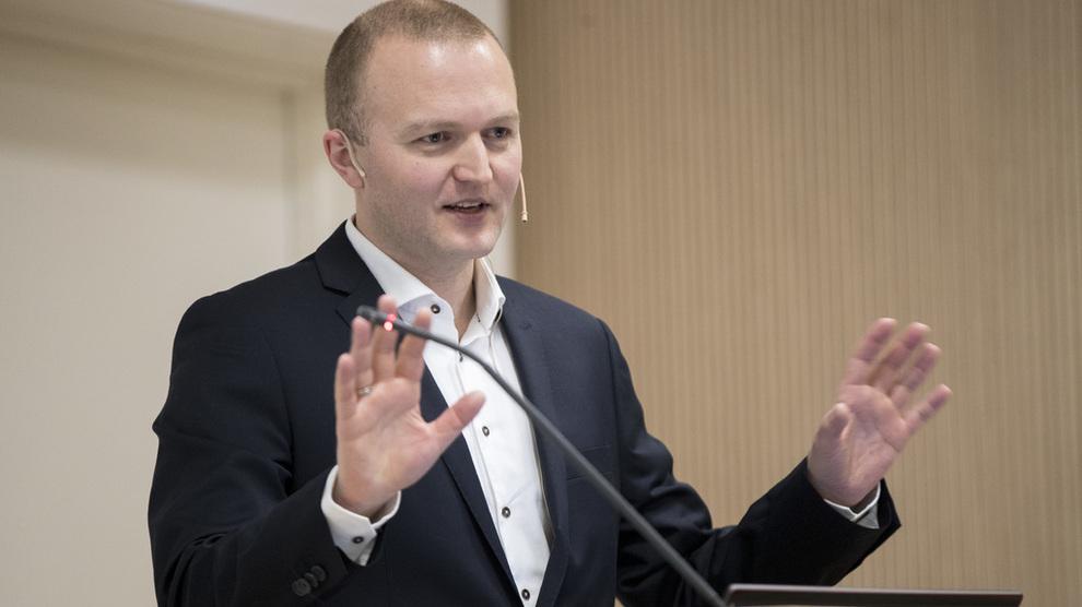 <p><b>NYE PROGNOSER:</b> SSB legger frem årets første rapport om norsk og internasjonal økonomi torsdag. Her forsker Thomas Von Brasch ved en tidligere anledning.</p>