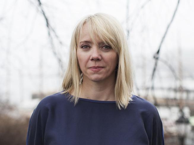 <p><b>SKRIVER OM OLJEAVHENGIGHET:</b> Forfatter Anne Karin Sæther.</p>