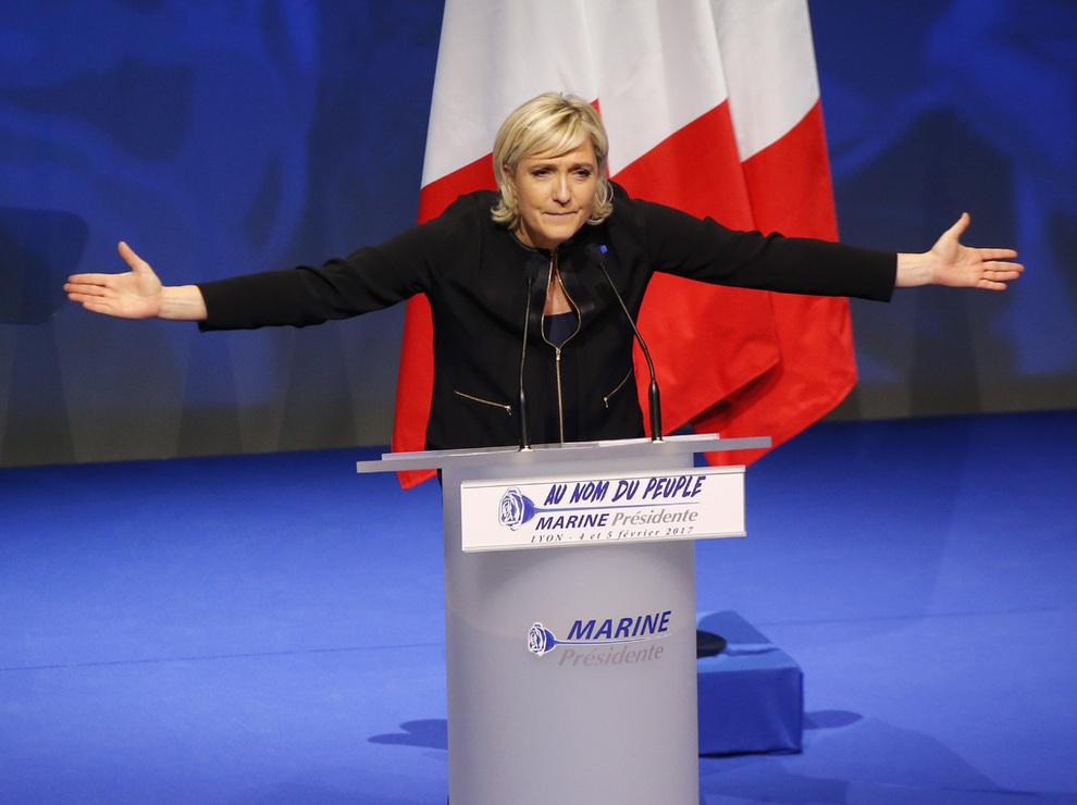 <p>FÅR INVESTORENE TIL Å SKJELVE: Presidentkandidat Marine Le Pen for franske Front National ønsker å trekke Frankrike ut av eurosamarbeidet, og vil ha folkeavstemning om landets EU-medlemskap. Frykten for at kandidaten på ytre høyre skal vinne har ført til høyere rente på franske statsobligasjoner.</p>