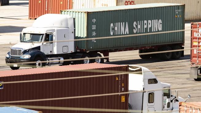 <p><b>HANDEL:</b> Containere merket China Shipping på havnen i Los Angeles i USA. Handelskrigen mellom Kina og USA har eskalert den siste måneden.</p>