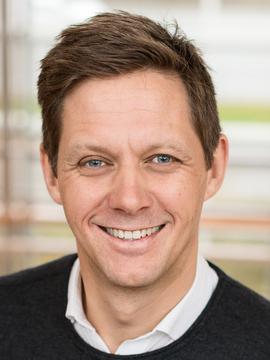 <b>CISCO-TOPP:</b> Administrerende direktør i Cisco Norge Sven Størmer Thaulow leder et av Norges største IT-selskaper og er også leder for IKT-Norges kompetanseforum. Han mener universitetene må henge med i utviklingen, hvis ikke forsvinner institusjonene.</p> <p>» aria-describedby=»figcaption#24345661″><figcaption id=