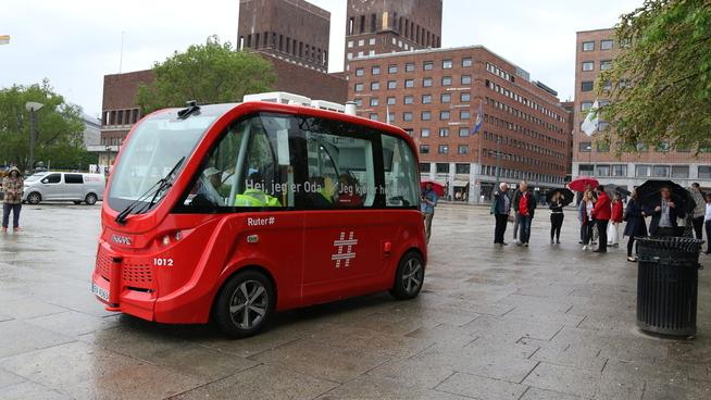 <p>Bildet viser Ruters selvkjørende buss «Oda», her fotografert på Kontraskjæret i Oslo.</p>