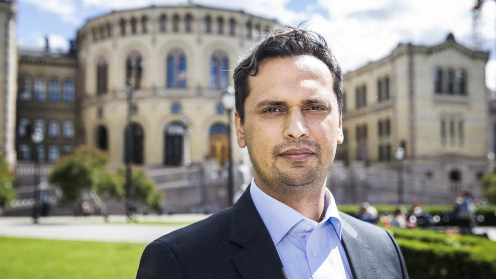 <p><b>– POLITISK LATSKAP</b>: – De ansvarlige politikerne har nå et forklaringsproblem, sier Høyre-finanspolitiker Mudassar Kapur. Kun SV mener det er høyresiden som bør forklare hva de vil kutte.</p>