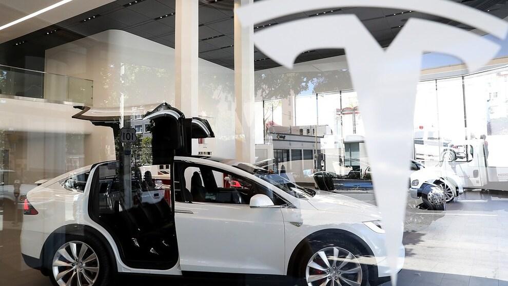 <p><b>SKROTES:</b> Regjeringen har besluttet å skrote avgift på tunge elbiler.</p>