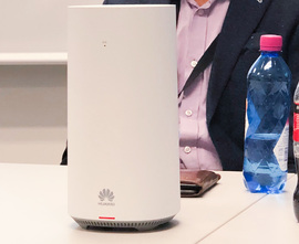Here's how a 5G router from Huawei looks. Telenor has provided five families in Kongsberg to test how 5G works as a technology to provide very fast wireless broadband at home.