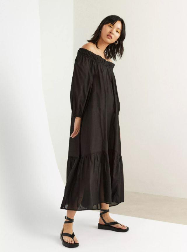 Off shoulder-kjole med volanger