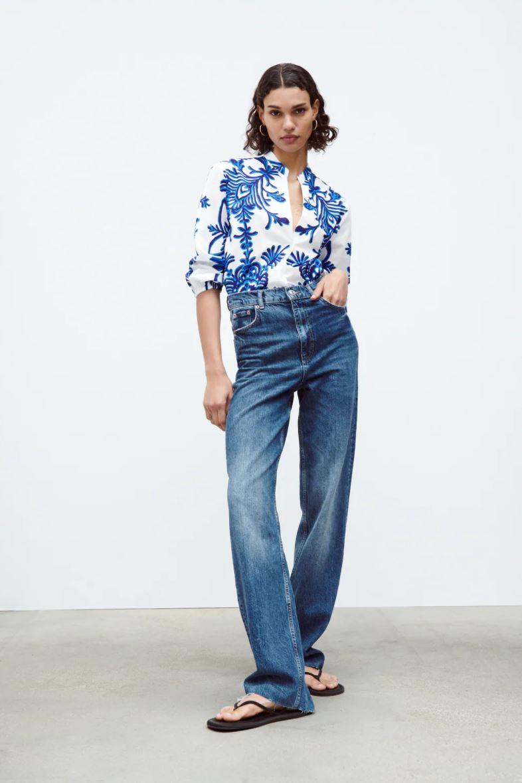 Mønstrete bluse i blått og hvitt