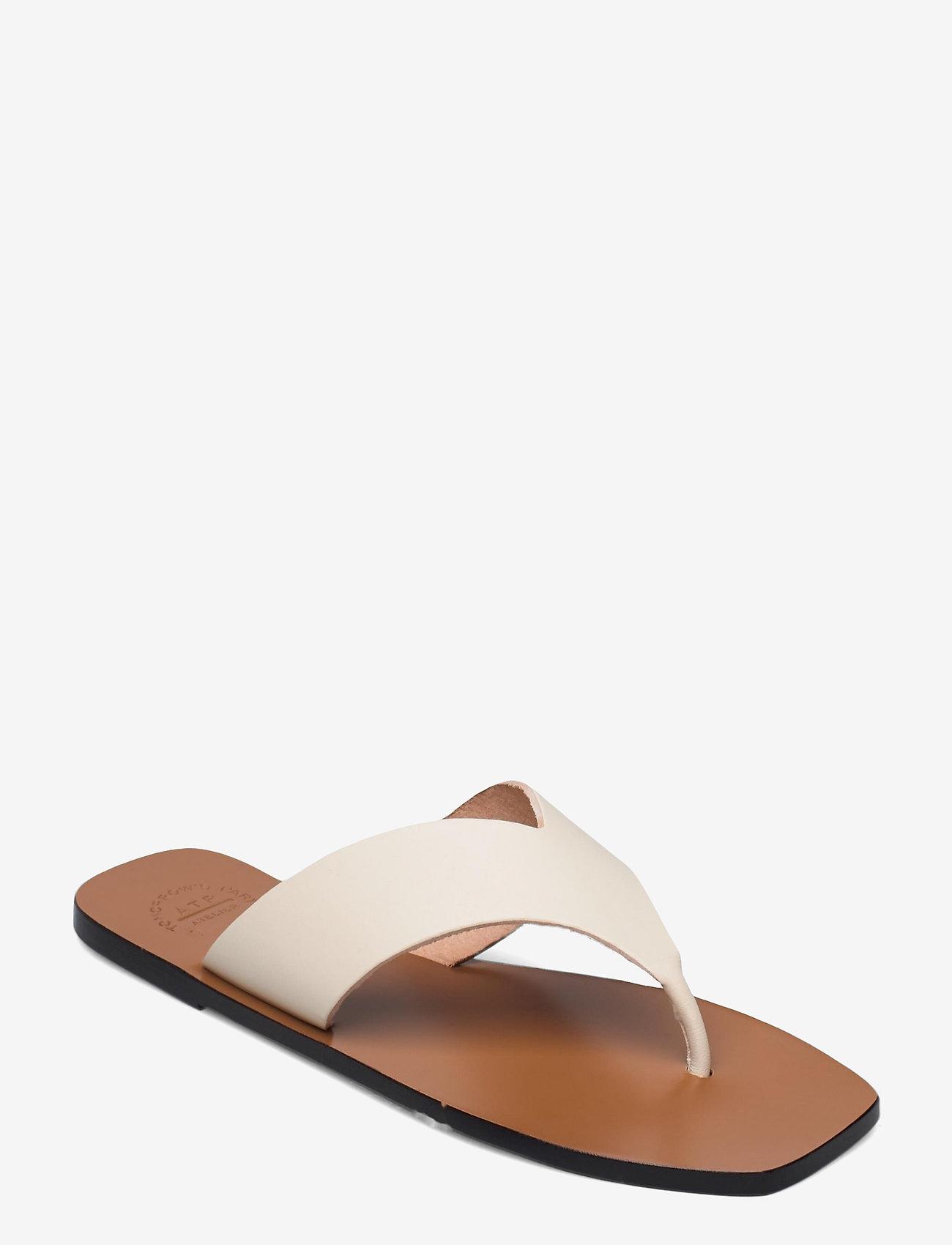 Sandaler i skinn