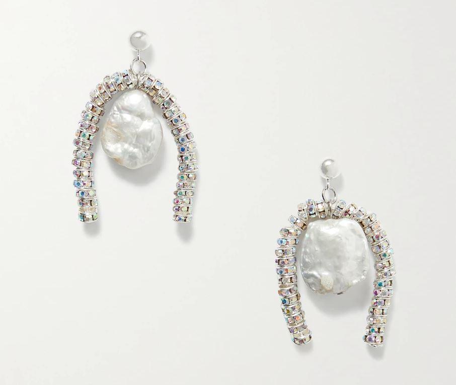 Fin miks av perler og glitrende detaljer