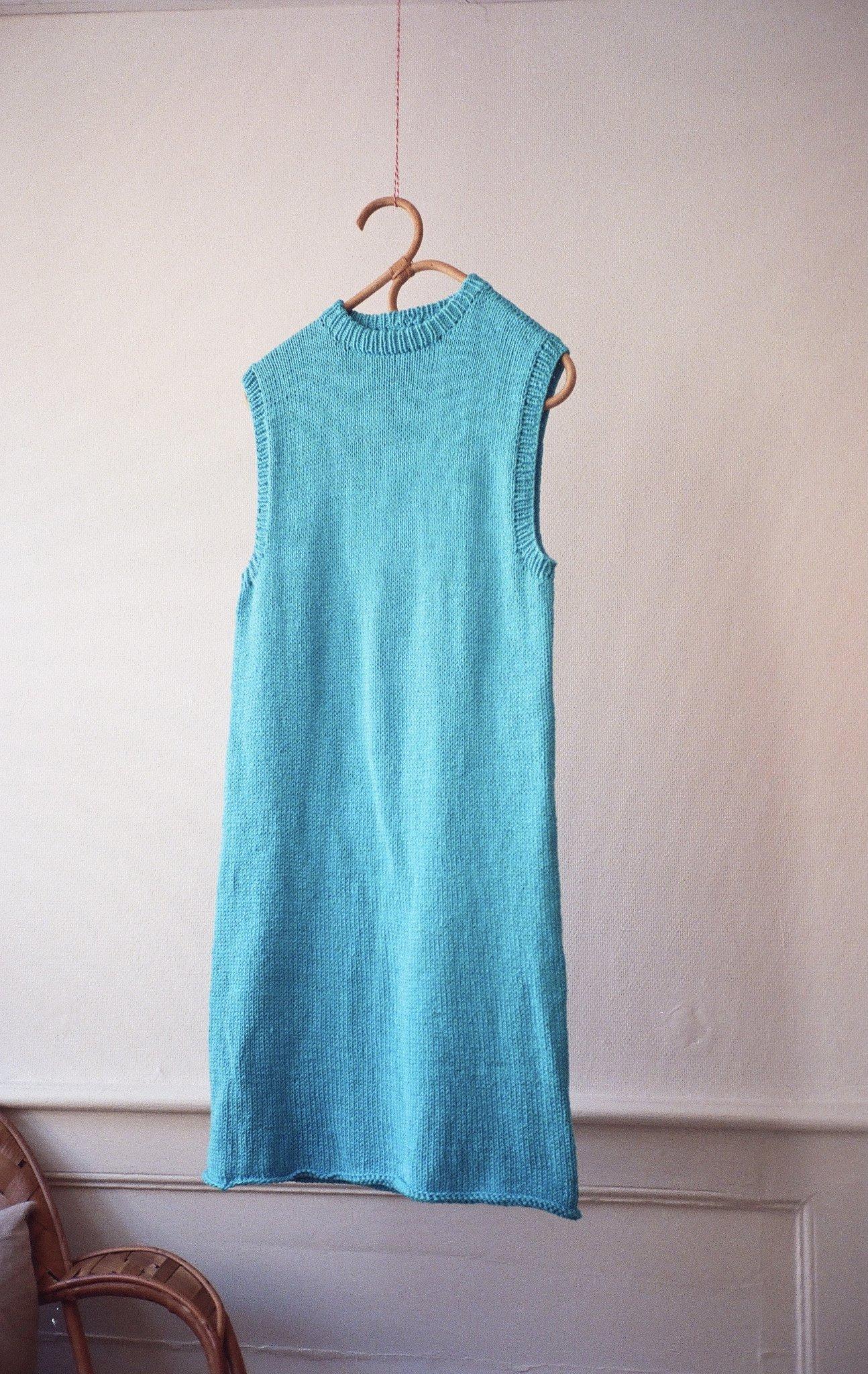 Håndlaget srikket kjole