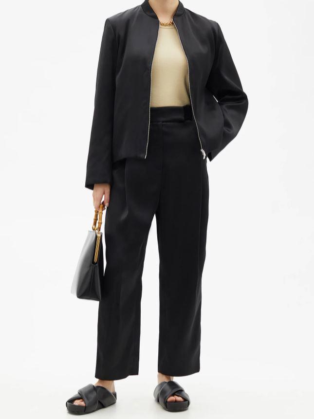 Klassisk, svart bukse