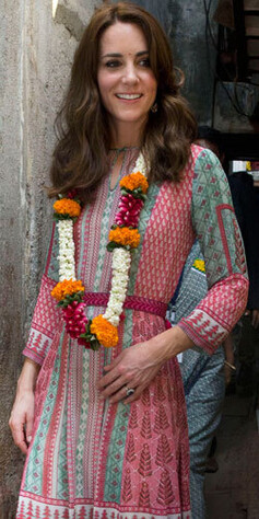 f73db49f ANITA DONGRE: Kate fikk spesialsydd en kjole fra det indiske merket Anita  Dongre til besøket