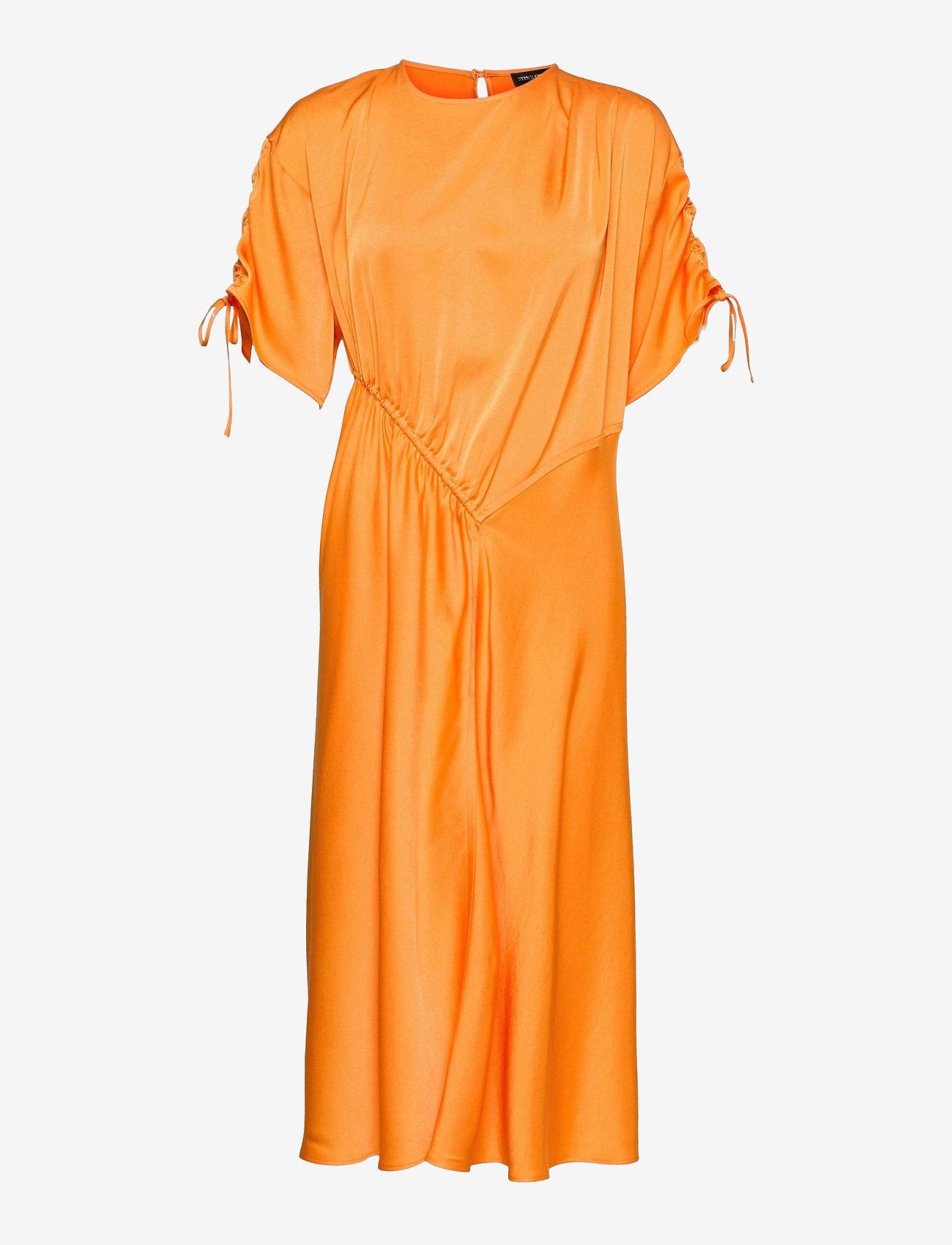 Midikjole i oransje