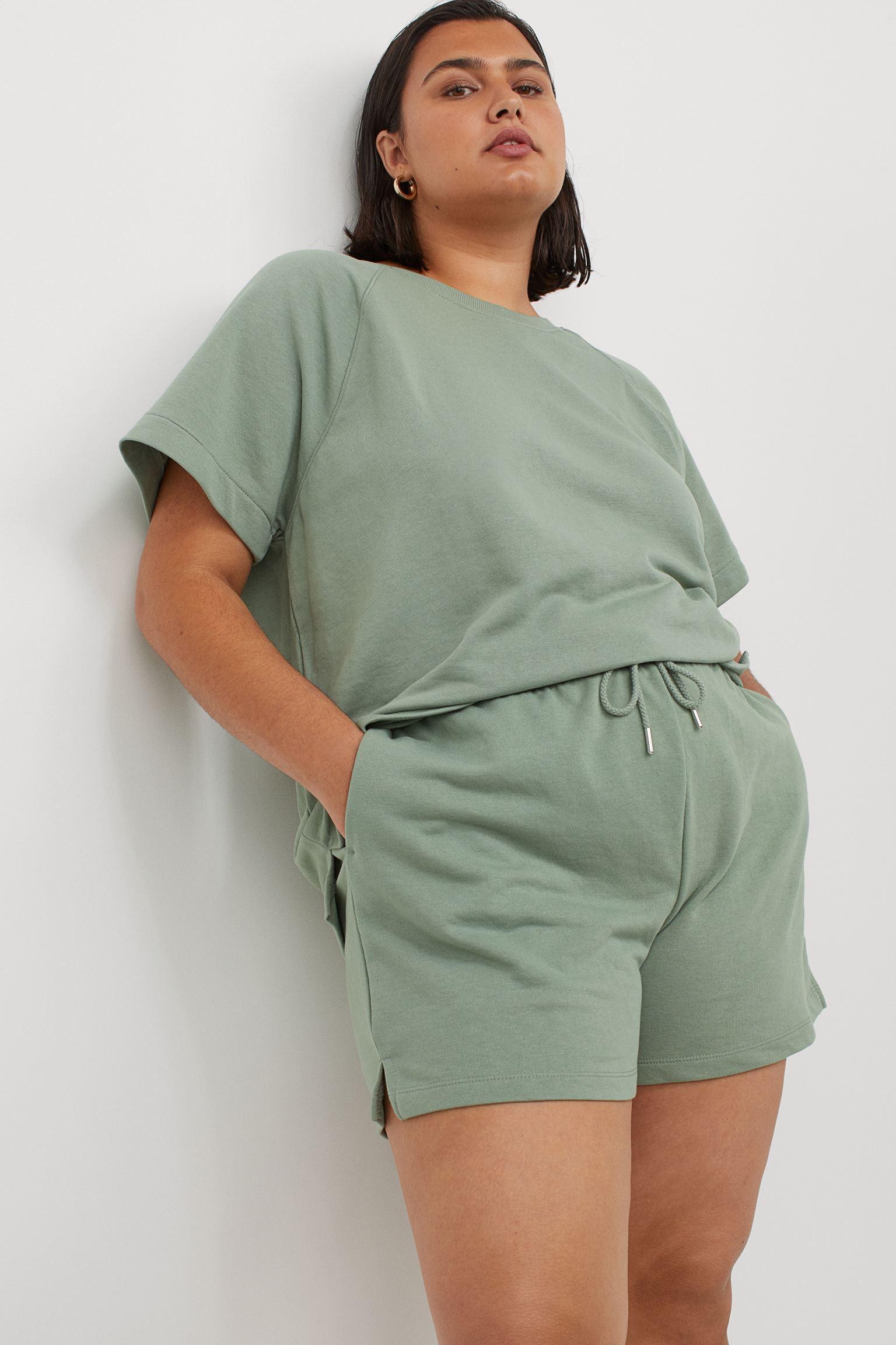 Avslappet shorts i grønt